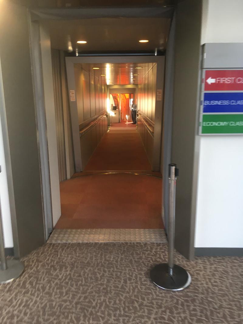 ファーストクラス入口