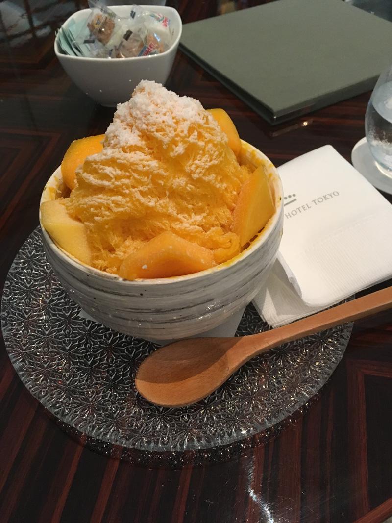 マンゴ&ココナッツのシェーブアイスとヨーグルトクリーム